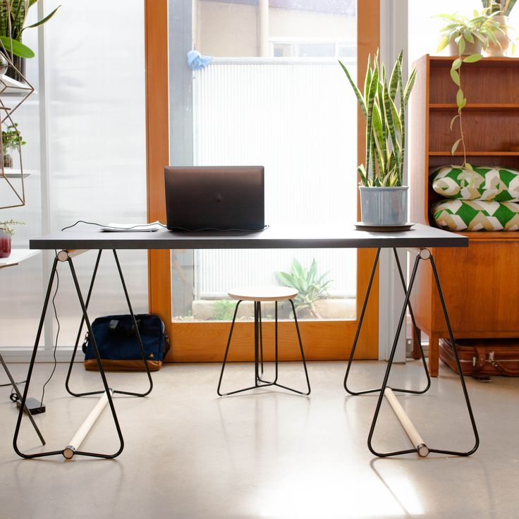 Hunt Furniture trestle desk solution