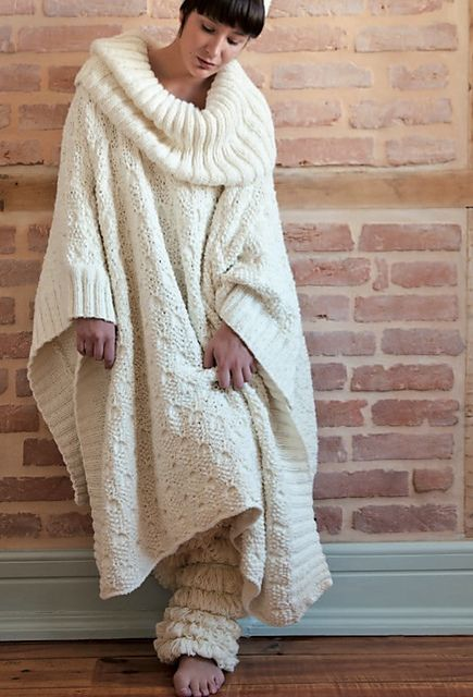 Ravelry: Long Poncho with collar pattern by Rosários4 - I would love to curl up with a good book wearing this yummy warm thing!!