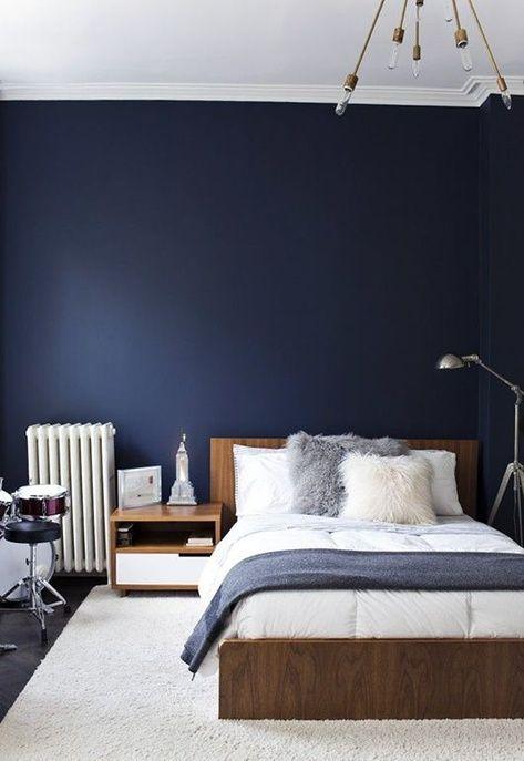 Une chambre bleue épurée
