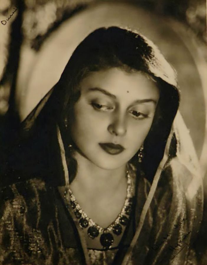 Her marriage was like the fairy tales, she fell in love in her younger days and married the prince of her dreams, Maharaja Sawai Man Singh II .