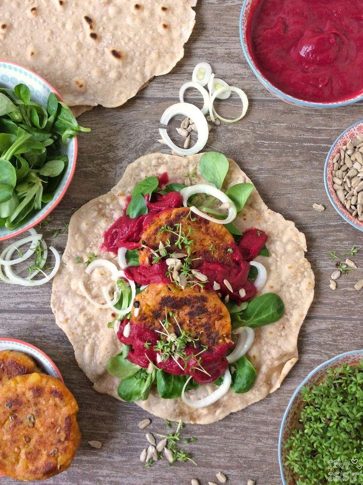 Ina Is(s)t: Vegane Buchweizenwraps mit Kartoffelbratlingen und Rote Bete-Thymian-Soße