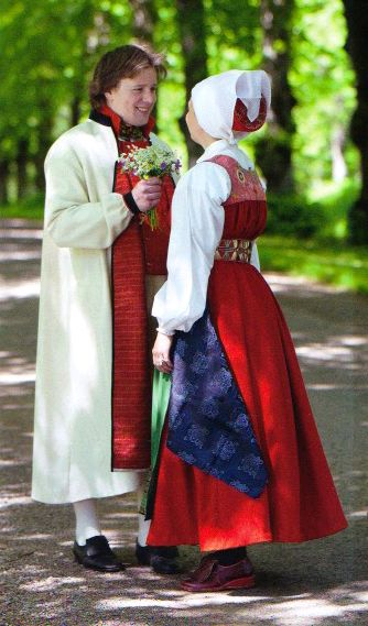 """Swedish folklore   Västra Vingåker   Högtidsdräkt för gift kvinna & mansdräkt från Öståker   (""""Skandianvian Folklore"""", Laila Durán, 2011)"""