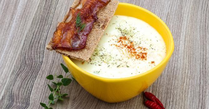 Recette de Gaspacho au chou-fleur au piment d'espelette. Facile et rapide à réaliser, goûteuse et diététique. Ingrédients, préparation et recettes associées.