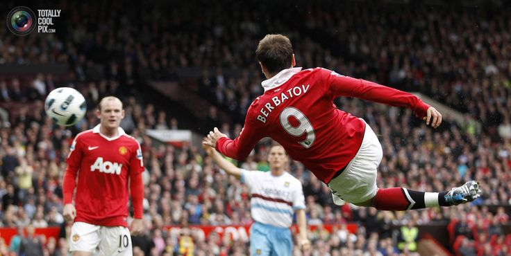 94. Manchester United's Dimitar Berbatov (R) shoots and scores his goal against West Ham United during their English Premier League soccer match at Old Trafford in Manchester August 28, 2010. REUTERS/ Eddie Keogh