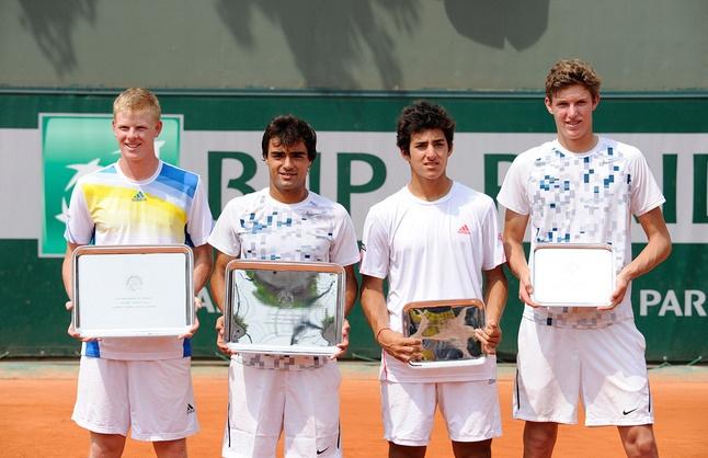 Kyle Edmund, Frederico Ferreira Silva, Christian Garin et Nicolas Jarry posent pour la photo à l'issue de la finale du double Juniors. C'est le Britannique et le Portugais qui se sont imposés.