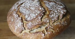 Pão biológico de centeio Para quem gosta de pão de centeio, este pão é excelente. Junta-se só um pouquinho de farinha de trigo T6...