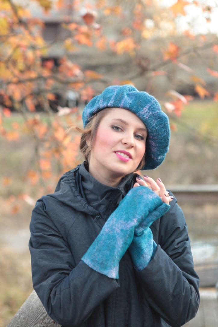 Nuno vilt set baret wanten, Gevilte Vingerloze handschoenen, blauwe zijde wol baret hoed tam, blauwe nuno vilt hand warmers Vingerloze handschoenen-wanten door LSFelts op Etsy https://www.etsy.com/nl/listing/492947573/nuno-vilt-set-baret-wanten-gevilte