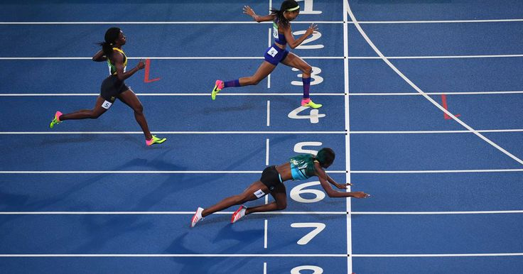 Shaunae Miller dives at the line to win the 400; Allyson Felix takes silver