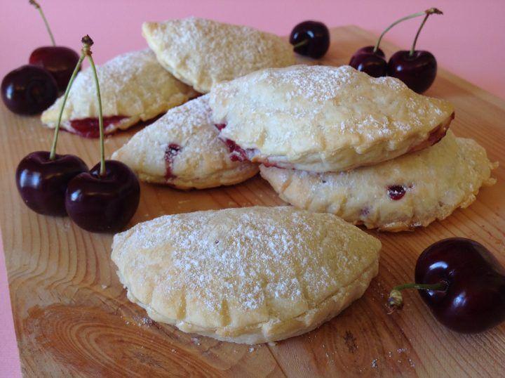 Panzerotti al forno con ciliegie di Vignola