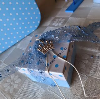 Polka dots box christening favor with metal crown! Μπομπονιέρα βάπτισης σε πουά κουτάκι πολυτελείας με μεταλλική κορώνα κόσμημα Code N°MB0130