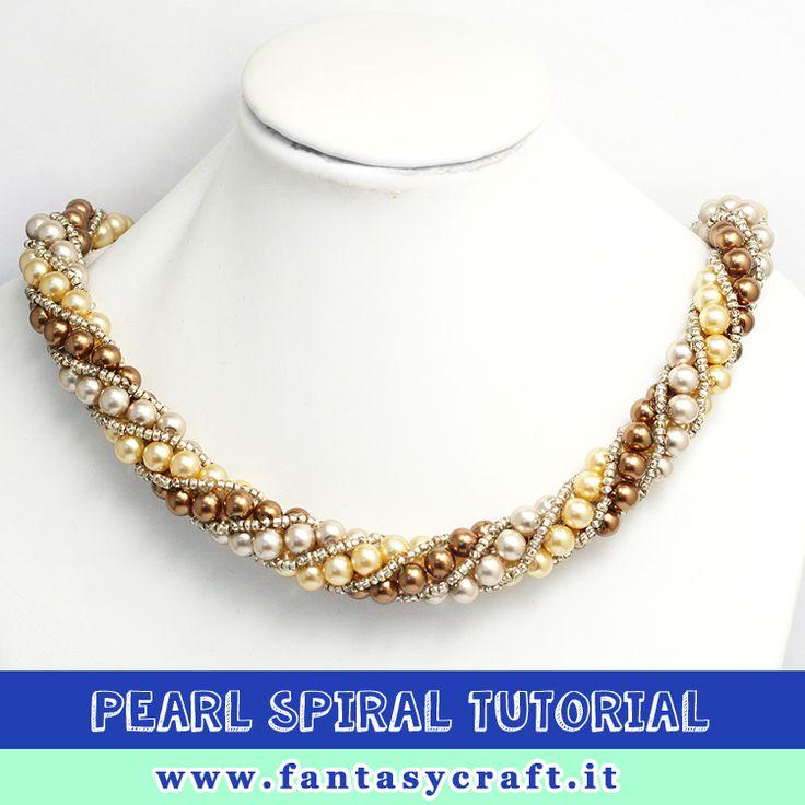 beadwoven spiral tutorial with pearls, step by step picture and beading instruction - Foto e testi passo passo per un torchon con perle di boemia #fantasycraft