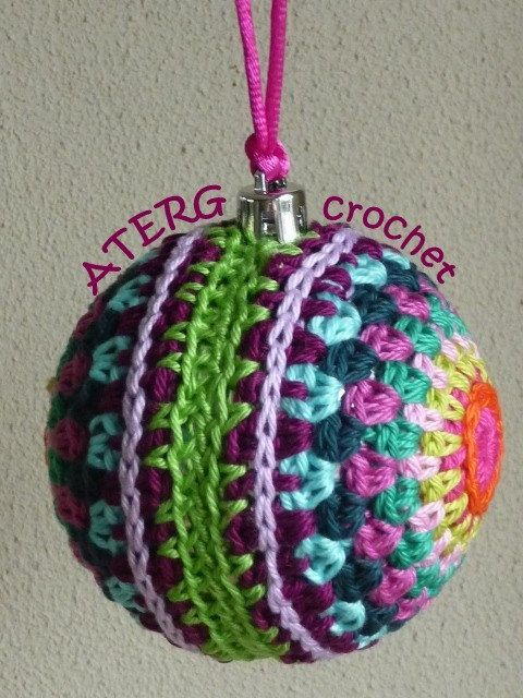 Crochet pattern colorful Christmasball by ATERGcrochet @Etsy: Price: €2,65 EUR. The pattern is a step by step tutorial, in English (US terms) or Dutch completed with detailed pictures. The list of used stitches is translated in UK English and German crochet terms to make starting easier. I love to crochet with the wide range of colors from Catania Schachenmeyr (4 ply / fingering weight).
