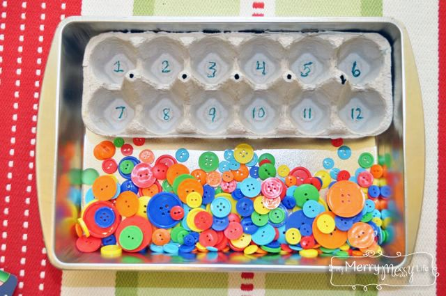 Montessori Preschool Tray - Button Counting and Sorting: