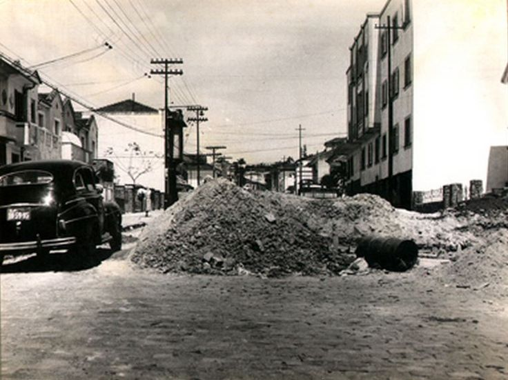 22-11-1958 - Rua Conselheiro Saraiva no bairro de Santana. Vista tomada da frente ao n° 420 em direção a rua Ezequiel Freire.