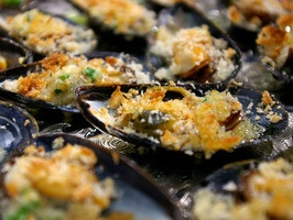 20 min mussels with licorice liqueur, butter, chives, tarragon, bread crumbs, black pepper, lemon…yumm!