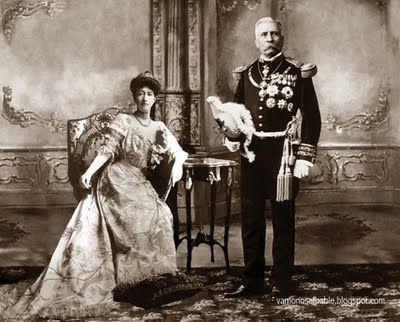Ciudad de México, 1910 Porfirio Díaz junto a su esposa, Carmelita. Vestidos ambos en gala absoluta, quizá fue la foto que se hizo durante el festejo central del Centenario.
