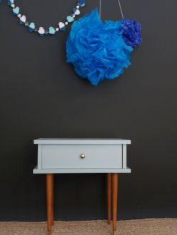 table de chevet vintage bleu pastel