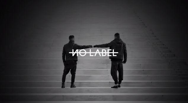 Ospiti del blog, Cristian e Giuseppe, menti creatrici di Nolabelsrl.com, il made in Italy tutto da indossare che non ha bisogno di nascondersi dietro ad un marchio! #madeinitaly #nolabelsrl #leatherjacket #fashionblogger