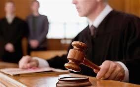 過失割合で折り合いがつかなかったとき、 あるいは示談交渉が決裂したときは、 訴訟を行い裁判所で決着をつけることになります。 ここでは、交通事故の裁判の全体的な流れと、 訴訟にかかる費用と時間についてご紹介します。 目次交通事故裁判の流れ訴状提出訴状審査口頭弁論争点整理・証拠整理和解協議判決交通事故裁判は「和解」が多い訴訟には相当の時間がかかる弁護士費用特約がある場合とない場合弁護士費用の他にかかるもの 交通事故裁判の流れ はじめに、訴訟...