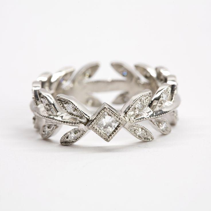 "WHITEbIRD | ""Laurel leaf"" ring - Cathy Waterman"