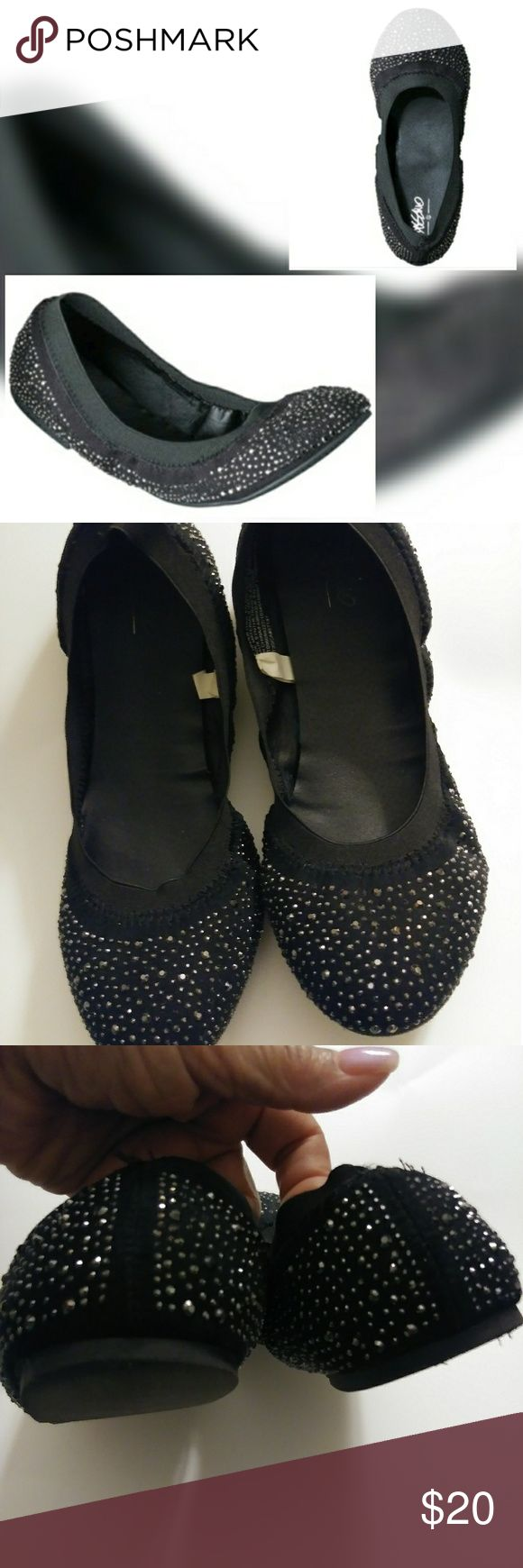 MOSSIMO VANESSA FLATS Mossimo Vanessa scrunchi flats withvsmall silver studs. Super cute & comfortable. Mossimo Supply Co Shoes Flats & Loafers