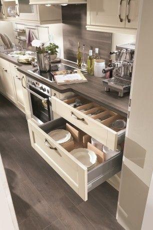 Lucca 618 #kuchenne_warszawa #niemieckie_kuchnie #meble_kuchenne_warszawa #meble_nobilia #kuchnie_warszawa  Organizacja w szufladach jest ważna, Nobilia w swojej ofercie ma wiele rozwiązań. Organizery drewniane jak i z wysokiej jakości plastiku. Również posiadamy maty antypoślizgowe do szuflad, które świetnie spełniają swoją rolę.
