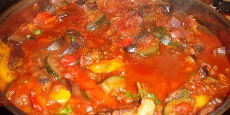 Denne populære ret fra Sydfrankrig, er fyldt med dejlige grøntsager og krydderier. En sund og nærende opskrift som alle kan tilberede.