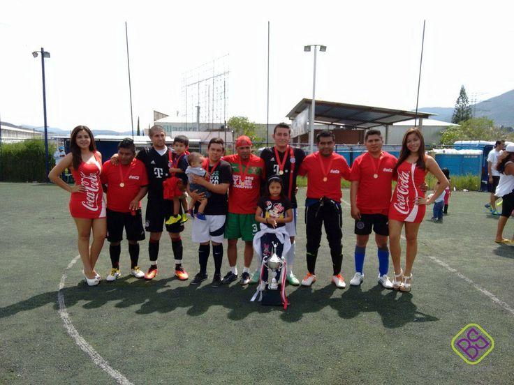 Nuestro animador y edecanes fueron los encargados de la inauguración del partido de fútbol, estuvieron animando y apoyaron a los jugadores durante todo el partido hasta la clausura del mismo.