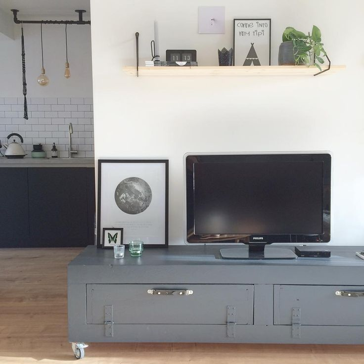 Blij met ons antraciet tv-meubel #interieur #myhome2inspire #interior #interiør #myhome #vintage #mystyle #interiorwarrior #ilovemyinterior #homedetails #interior_and_living #ssevjen #casachicks #interior123 #home123 #interior4all