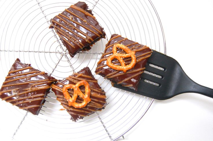 Fudgy Salted Caramel Pretzel Brownies | Sweet Tooth | Pinterest