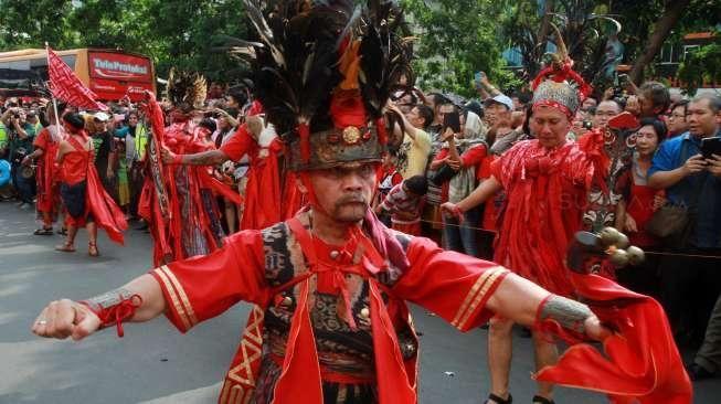Pengobatan tangsin di Wihara Dharma Jaya Toasebio jadi daya tarik dan incaran warga keturunan Tionghoa.