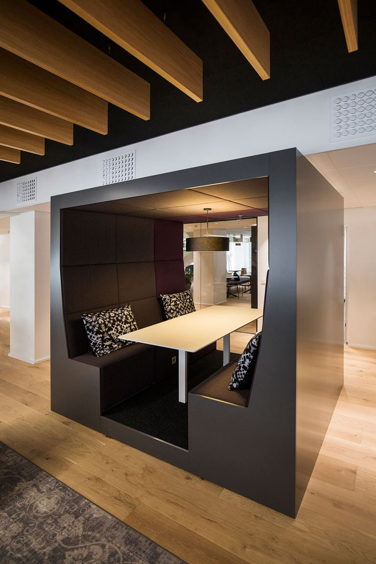 Gallery | INTO POD ROLL #meeting #black&white #adaptable #silence #officedesign #designideas