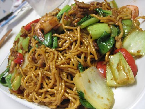 Spicy fried noodles with shredded chicken, fresh vegetables make you addicted. More info : 0813 2830 5569