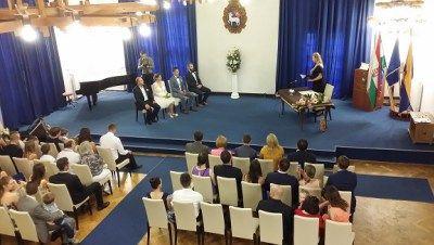 Polgári szertartás Szentendrén - Hubadúr ceremóniamester