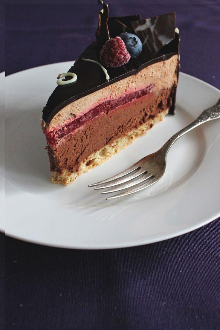 Dugujem vam ovaj recept odavno. Ova tortica je krasila stol za sekin rođendan i oduševila je sve okusom i izgledom.  Nemojte se uplašit...