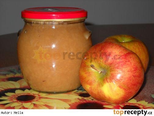 Jablečná povidla na 3 způsoby 1. Na 1 kg jablek 250 g cukru a 0,5 dl octa, 1/8 l vody. Jablka podlejeme vodou a za zamíchání rozvaříme. Pak dáme ocet a cukr a vaříme 30 min.  2. Na 1 kg jablek 400 g cukru a 2 lžíce octa Jablka promícháme s cukrem a octem a necháme odležet do druhého dne. Pak za  míchání vaříme až zesklovatí. Plníme do sklenic.  3. 2,5 kg jablek, 150 g cukru, 1/8 octa Pokrájená jablka pod pokličkou na mírném ohni rozdusíme, rozmixujeme. Pak dáme cukr, ocet a 30 min vaříme.