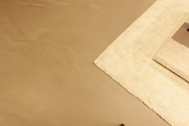 De gietvloer combineert goed met een vloerkleed. Onderbreek de strakke gietvloer met de warmte van een stijlvol vloerkleed. De Motion Gietvloer combineert makkelijk met hout, vloerkleden/karpetten en alle andere materialen.