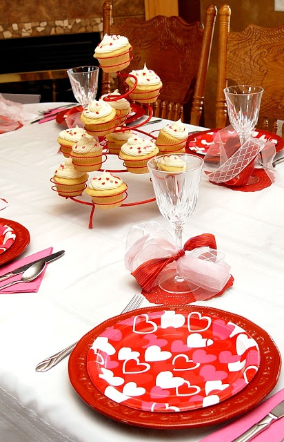 Best 25 family valentines dinner ideas on pinterest for Valentine day dinner party ideas