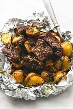 Garlic Steak and Potato Foil Packs from lecremedelacrumb.com #Recipe #Dinner #Grilling