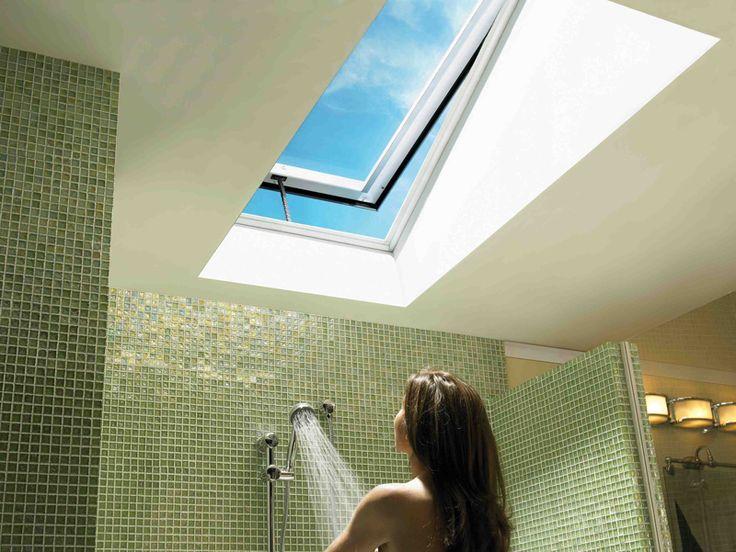 No me viene mal una ventana en el techo sobre la ducha.