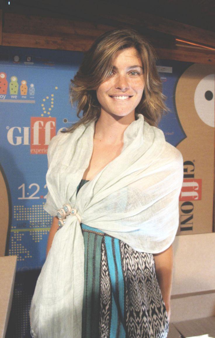 Vittoria Puccini - Stola gioiello in lino Gianmarco Russo
