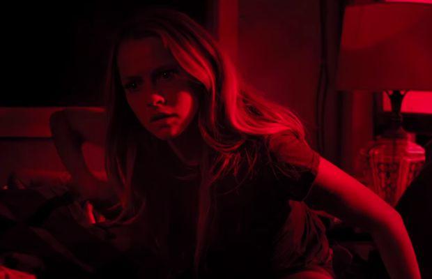 Première Bande Annonce terrifiante pour le film d'horreur Lights Out !