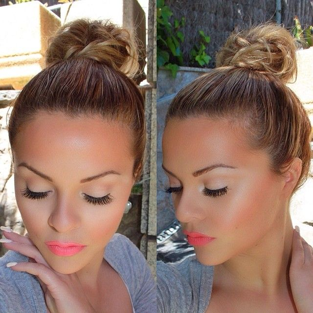 Neon lips, beautiful with a little bronzer for summer.