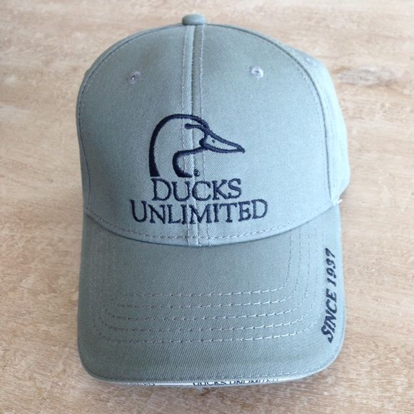 """NEW Ducks Unlimited Hat My boyfriend purchased this hat and never wore it! Brand new condition! Cardstock form insert is still inside! Unique style! Perfect """"gift for him""""!! ☺️ Ducks Unlimited Accessories Hats"""