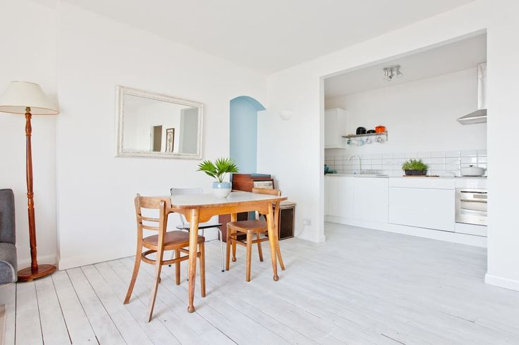 Apartment in Hastings, United Kingdom. A stunning contemporary renovated 2…
