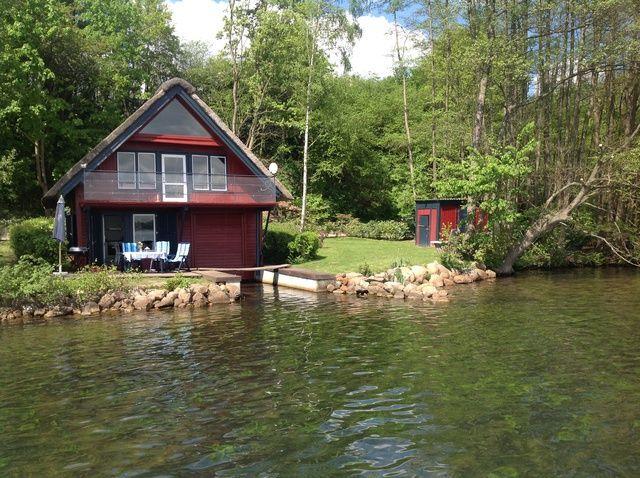 Rotes Reetdachhaus Schweriner See