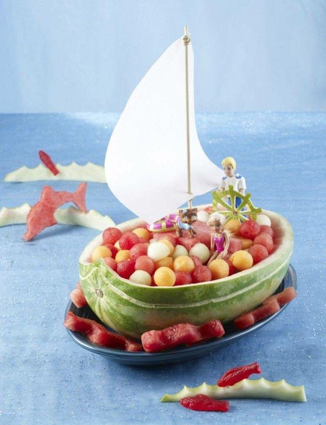 sculpture pastèque voilier pour anniversaire enfant - idée originale et facile à réaliser