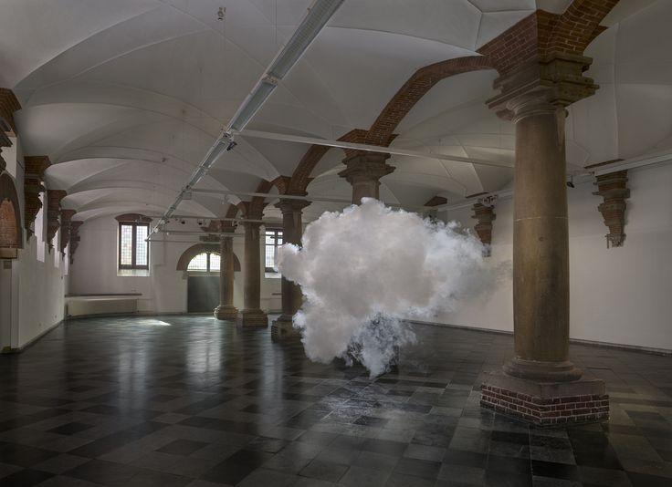 실내에 구름을 설치하는 예술가 베른나우트 스밀데(사진연작)