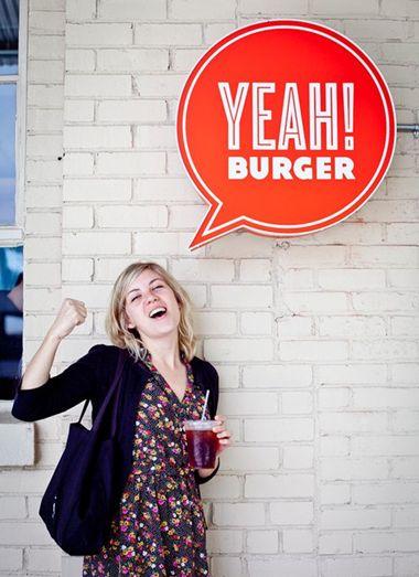 fun, interactive signage for Yeah! Burger. mola como se adaptan los modelos de negocio para facilitar el click&share