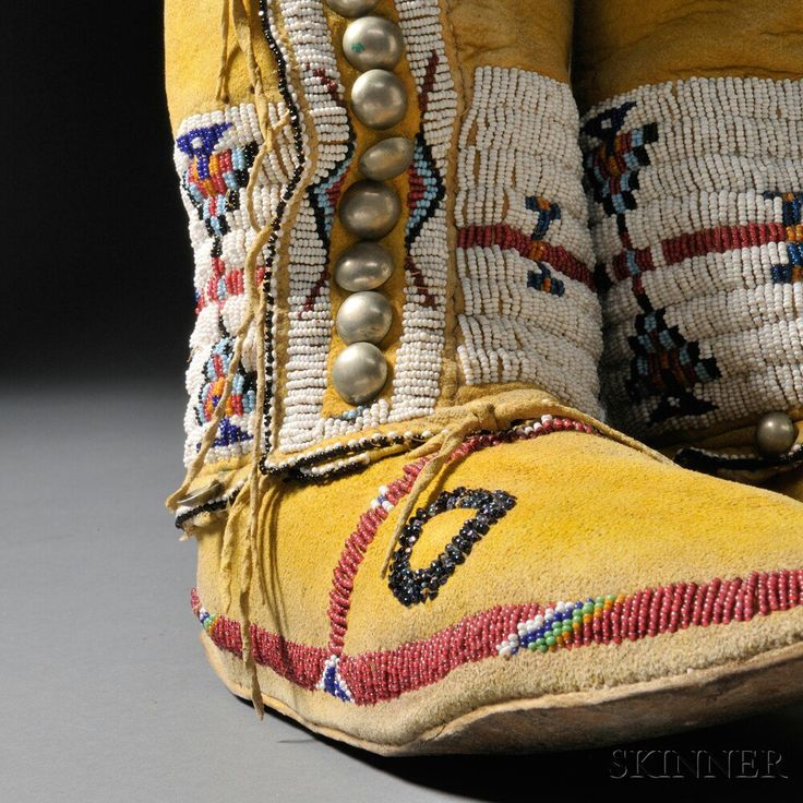 Pair of cheyenne woman 39 s high top moccasins tsitsistas for Cheyenne tribe arts and crafts